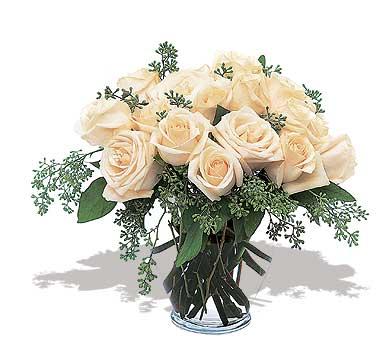 11 adet beyaz gül vazoda  Konya hediye sevgilime hediye çiçek