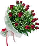 Konya çiçek yolla  11 adet kirmizi gül buketi sade ve hos sevenler