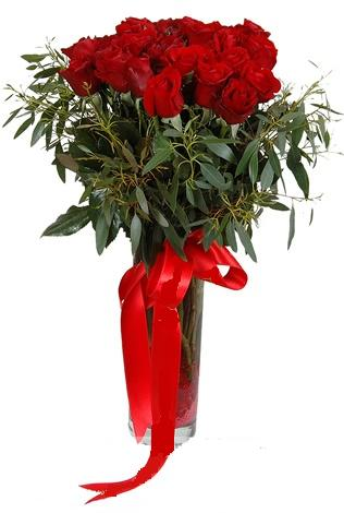 15 adet kirmizi gül cam vazo içerisinde  Konya çiçek yolla