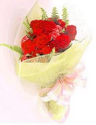 9 adet kirmizi gül buketi  Konya ucuz çiçek gönder