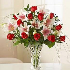 Konya online çiçek gönderme sipariş  12 adet kırmızı gül 1 dal kazablanka çiçeği