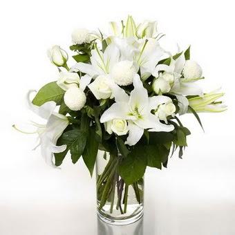 Konya çiçek online çiçek siparişi  1 dal cazablanca 7 adet beyaz gül vazosu