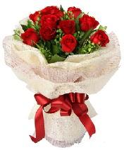 12 adet kırmızı gül buketi  Konya internetten çiçek satışı