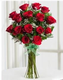 Cam vazo içerisinde 11 kırmızı gül vazosu  Konya internetten çiçek satışı