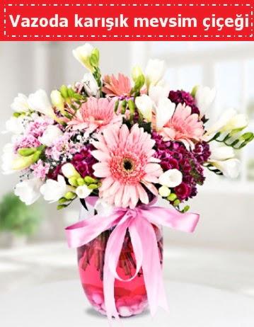 Vazoda karışık mevsim çiçeği  Konya yurtiçi ve yurtdışı çiçek siparişi