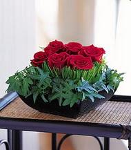 Konya çiçek gönderme sitemiz güvenlidir  10 adet kare mika yada cam vazoda gül tanzim