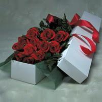 Konya çiçek , çiçekçi , çiçekçilik  11 adet gülden kutu