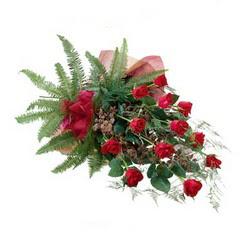 Konya çiçek , çiçekçi , çiçekçilik  10 adet kirmizi gül özel buket çiçek siparisi