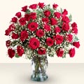 Konya çiçek gönderme  33 adet kirmizi gül cam yada mika vazoda