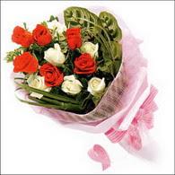 5 kirmizi 5 beyaz güllerden   Konya çiçek , çiçekçi , çiçekçilik