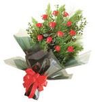 12 adet kirmizi gül buketi   Konya İnternetten çiçek siparişi