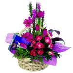 çikolata ve sepette çiçek   Konya çiçek online çiçek siparişi
