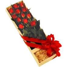 kutuda 12 adet kirmizi gül   Konya çiçek servisi , çiçekçi adresleri