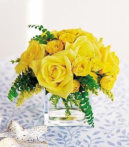 Konya hediye çiçek yolla  cam içerisinde 12 adet sari gül