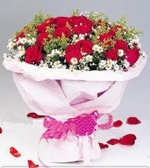 Konya çiçek yolla  12 ADET KIRMIZI GÜL BUKETI