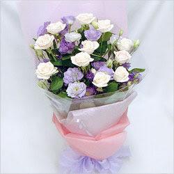 Konya çiçek yolla  BEYAZ GÜLLER VE KIR ÇIÇEKLERIS BUKETI