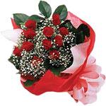 Konya çiçek yolla  KIRMIZI AMBALAJ BUKETINDE 12 ADET GÜL