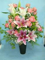 Konya çiçek yolla  cam vazo içerisinde 21 gül 1 kazablanka