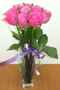 cam vazo içerisinde 11 adet gül  Konya çiçek yolla