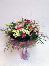 Konya çiçek yolla , çiçek gönder , çiçekçi   karisik mevsim buketi mevsime göre hazirlanir.