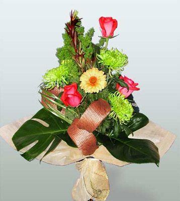 Konya online çiçekçi , çiçek siparişi  3 adet gül 4 adet gerbera çiçegi sade buket