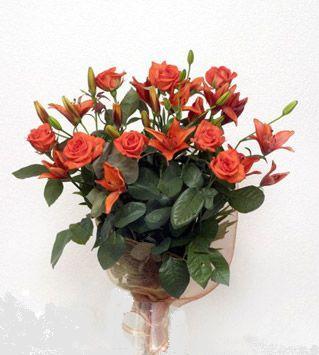 9 adet gül ve 3 adet lilyum çiçegi buketi   Konya ucuz çiçek gönder