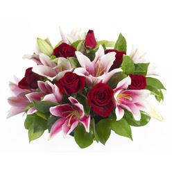 güller ve kazablnaklardan aranjman  Konya internetten çiçek satışı
