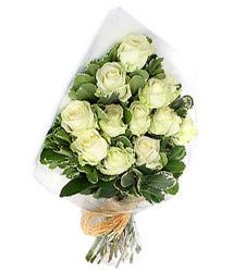 Konya 14 şubat sevgililer günü çiçek  12 li beyaz gül buketi.