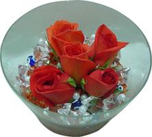 Konya çiçek siparişi sitesi  5 adet gül ve cam tanzimde çiçekler