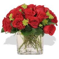 Konya kaliteli taze ve ucuz çiçekler  10 adet kirmizi gül ve cam yada mika vazo