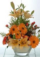 Konya çiçek siparişi vermek  cam yada mika vazo içinde karisik mevsim çiçekleri