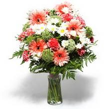 Konya çiçek gönderme  cam yada mika vazo içerisinde karisik demet çiçegi