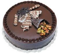 Çikolatali yas pasta 4 ile 6 kisilik  leziz  Konya online çiçek gönderme sipariş