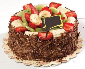 pastaci firmasindan 4 ile 6 kisilik çikolata meyvali yaspasta  Konya çiçek gönderme sitemiz güvenlidir