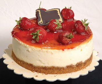 online pastaci 4 ile 6 kisilik yas pasta çilekli  Konya çiçek gönderme sitemiz güvenlidir