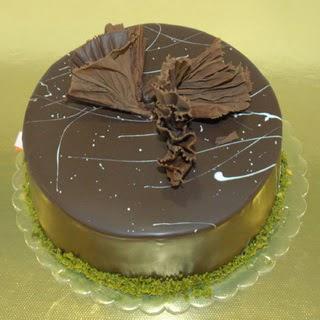 pastaci ustamizdan 4 ile 6 kisilik fistikli çikolatali yaspasta  Konya çiçek siparişi vermek