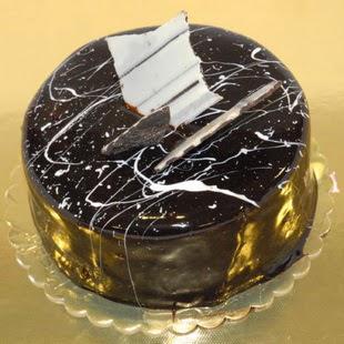 pasta gönder 4 ile 6 kisilik parça çikolatali yaspasta  Konya çiçekçi telefonları