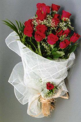 10 adet kirmizi güllerden buket çiçegi  Konya uluslararası çiçek gönderme