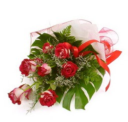 Çiçek gönder 9 adet kirmizi gül buketi  Konya çiçek satışı