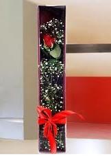 kutu içinde tek kirmizi gül  Konya internetten çiçek siparişi