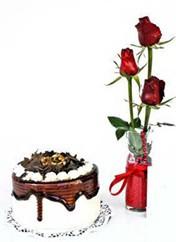 Konya çiçek satışı  vazoda 3 adet kirmizi gül ve yaspasta