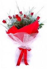Konya hediye sevgilime hediye çiçek  9 adet kirmizi gül buketi demeti