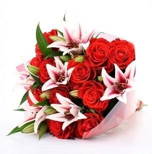Konya çiçek satışı  3 dal kazablanka ve 11 adet kırmızı gül