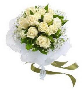 Konya 14 şubat sevgililer günü çiçek  11 adet benbeyaz güllerden buket