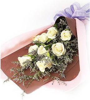 Konya ucuz çiçek gönder  9 adet beyaz gülden görsel buket çiçeği