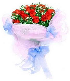 Konya çiçek gönderme sitemiz güvenlidir  11 adet kırmızı güllerden buket modeli