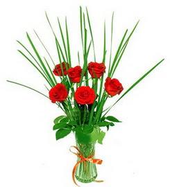 Konya yurtiçi ve yurtdışı çiçek siparişi  6 adet kırmızı güllerden vazo çiçeği