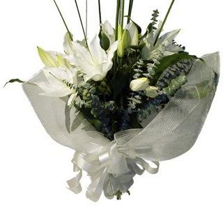 Konya İnternetten çiçek siparişi  2 dal kazablanka çiçek buketi