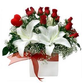 Konya İnternetten çiçek siparişi  1 dal kazablanka 11 adet kırmızı gül vazosu