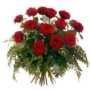 Konya çiçek yolla  15 adet kırmızı gülden buket